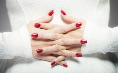 La polémica del año, uñas esmaltadas en gel.